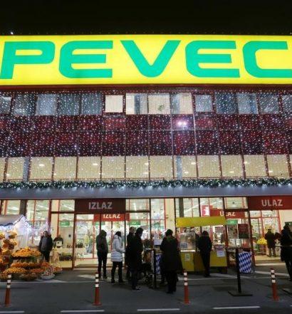 04.12.2015., Sesvete - U trgovini  Pevec Sesvete otvoren je bozicni sajam Bozicna bajka.  Photo: Tomislav Miletic/PIXSELL