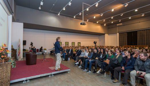 Znanstvenik Ivan Đikić u Vukovaru održao vrlo emotivno i poučno predavanje