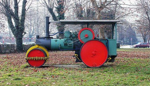Stare Đurine lokomotive odsad u parku pored brodske Tvrđave