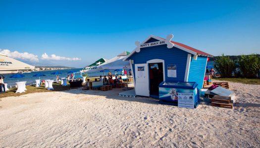 Trk na pseću pizzu i pivo: Na Rabu otvorena plaža za pse Monty's Dog Beach & Bar