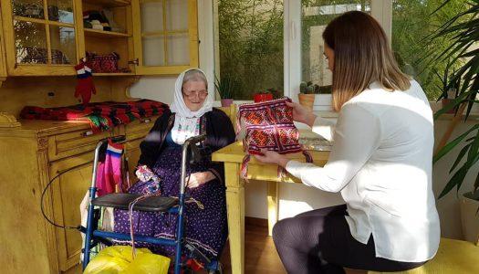U 98. godini otvorila svoj prvi dućan unikatnih, rukom pletenih proizvoda rađenih na isti način kao prije 100 godina!